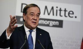 Зеленский похвастался, что стал первым главой государства, поздравившим преемника Меркель