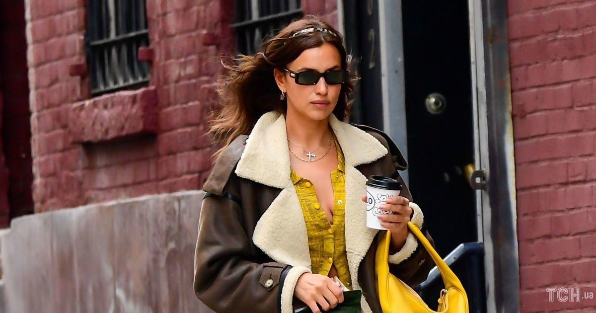 Вся в желтом: Ирина Шейк прогулялась по городу в ярком образе