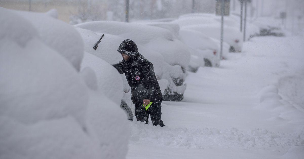 Синоптики предупреждают о непогоде: прогнозируют сильный ветер, метель и сугробы