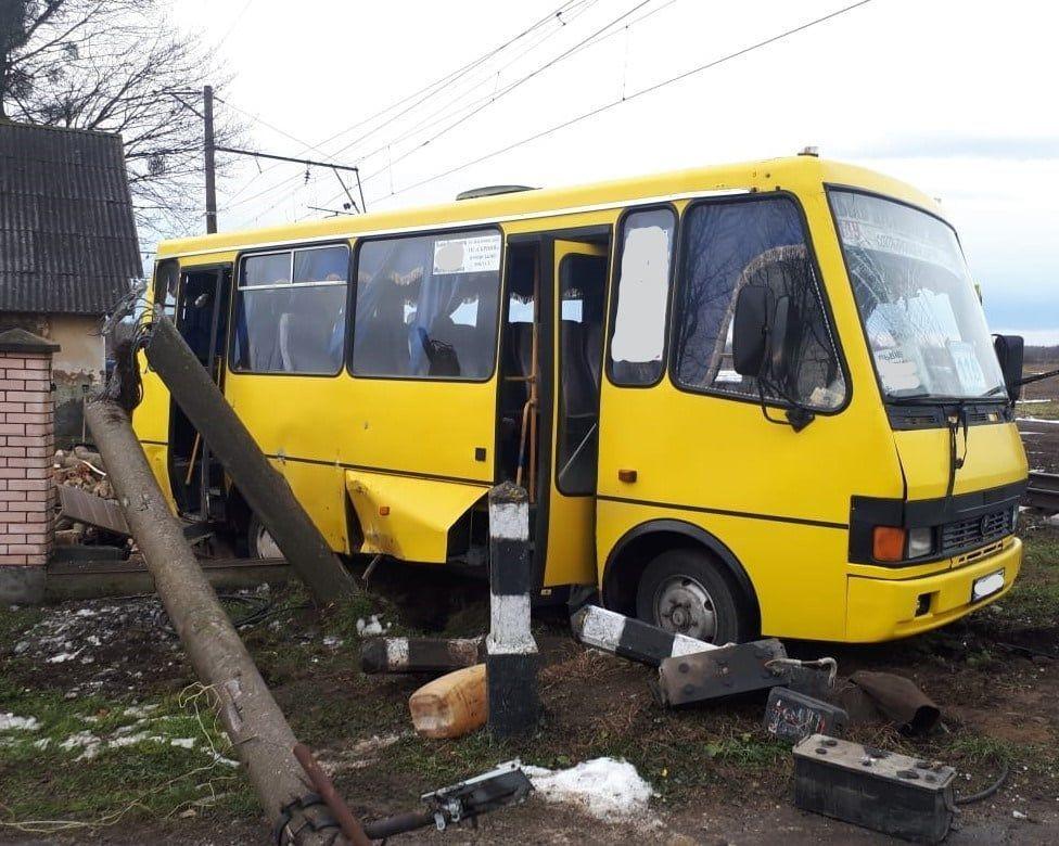 аварія автобуса і потяга на залізниці у Львівській області