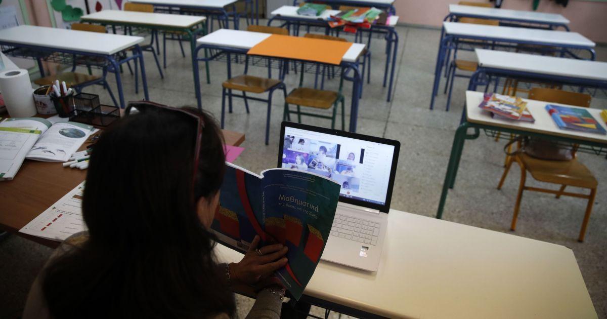 Из-за ухудшения ситуации с коронавирусом школы отправляют на дистанционку и каникулы: перечень регионов