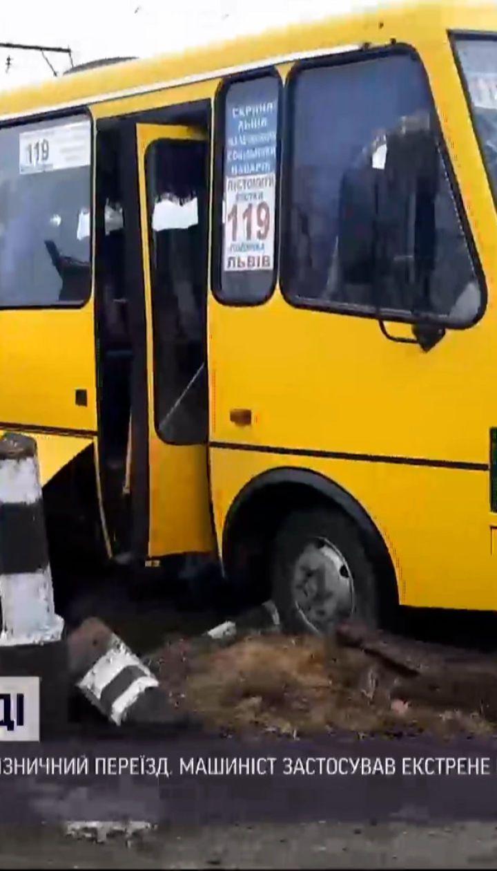 У Львівській області маршрутка зіткнулася з локомотивом – один пасажир загинув