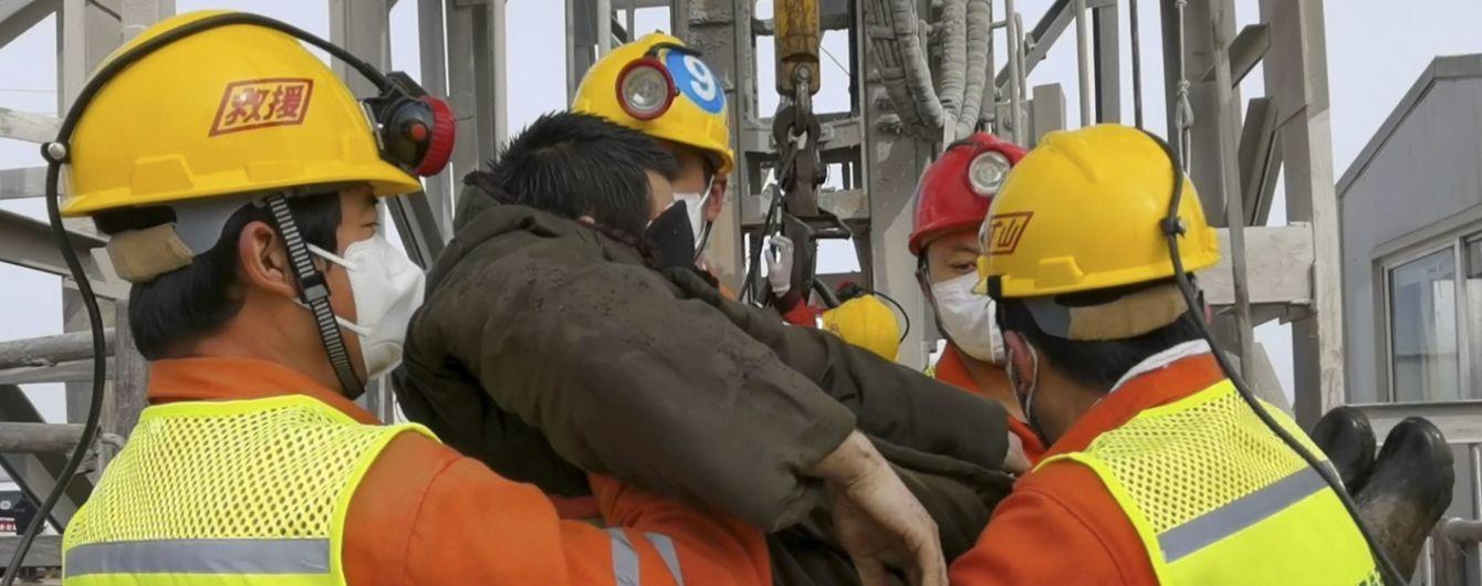 В Китае из шахты подняли девять горняков, которые две недели провели под завалами на глубине 600 метров