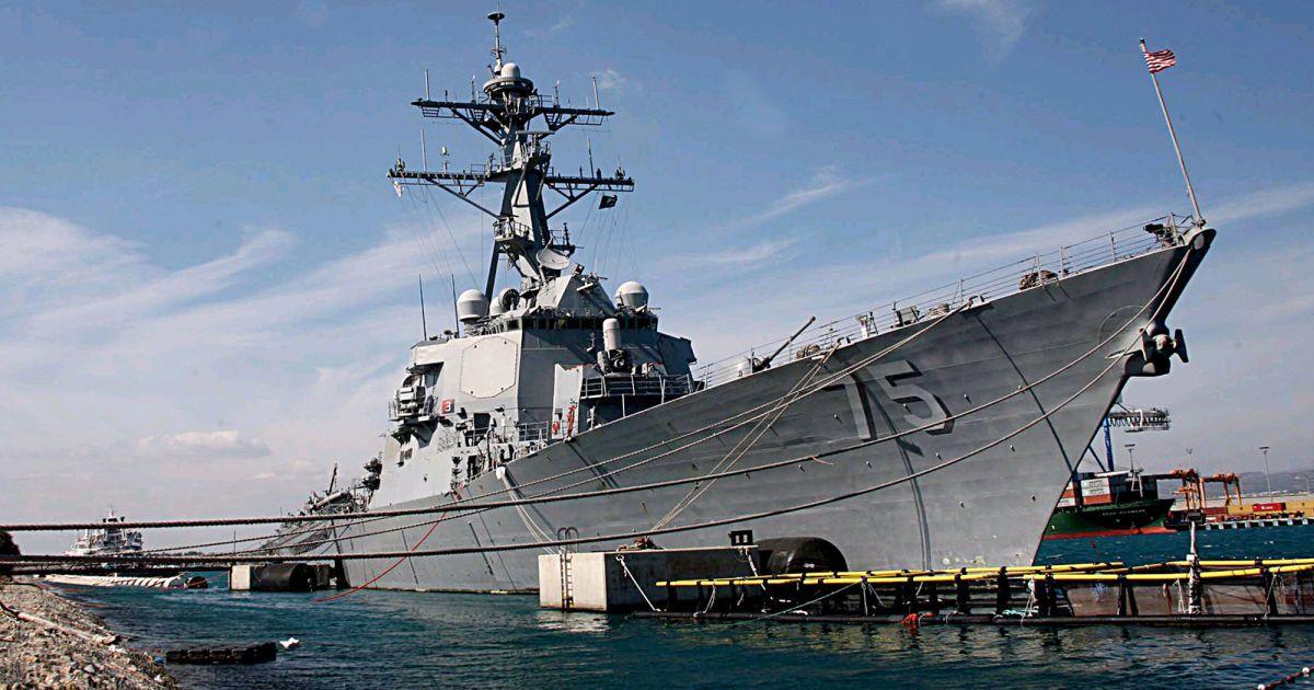 В Черное море вошел танкер ВМС США, который встретится с ракетным эсминцем