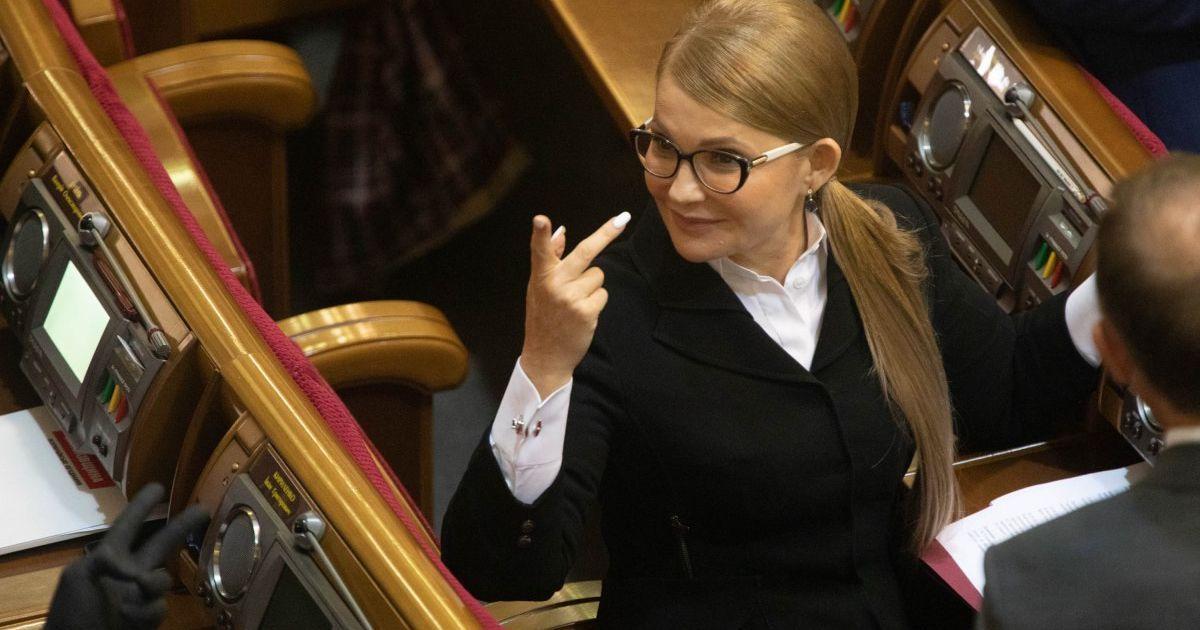 """""""Новый год — новая прическа"""": Тимошенко в Раде очаровала новым луком (фото)"""