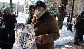 Штурм горсовета, блокирование трассы и поздравления президенту: в регионах Украины протестуют против повышения тарифов