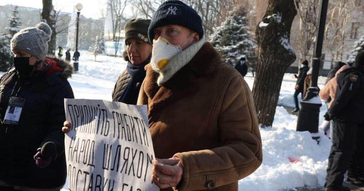 Штурм міськради, блокування траси і привітання Зеленському: як у регіонах України протестують проти підвищення тарифів