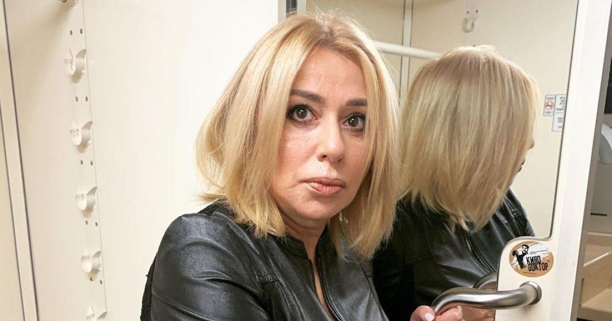 """Зірка 90-х Альона Апіна потрапила до """"чорного списку"""" Мінкульту"""