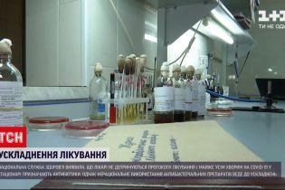 Антибіотики від COVID-19: як українські лікарі порушують протокол лікування
