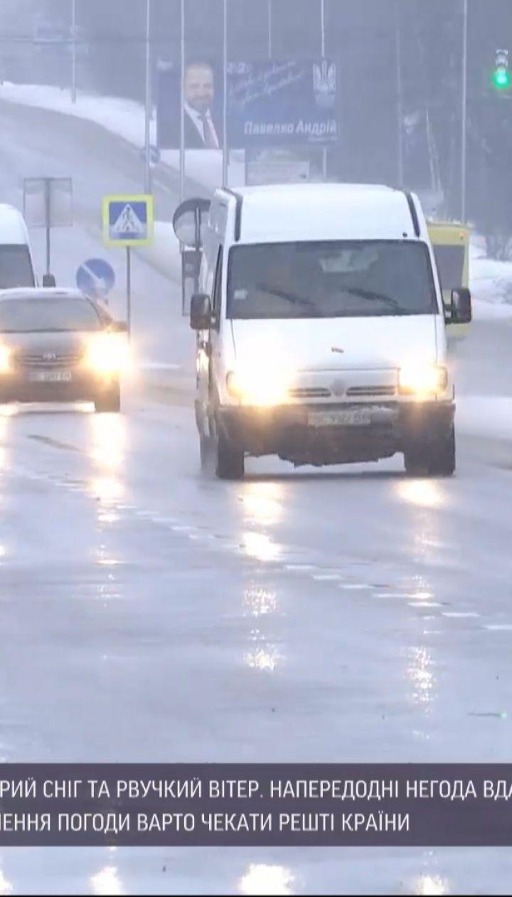 Майже 300 населених пунктів у всій Україні знеструмили через погіршення погодних умов