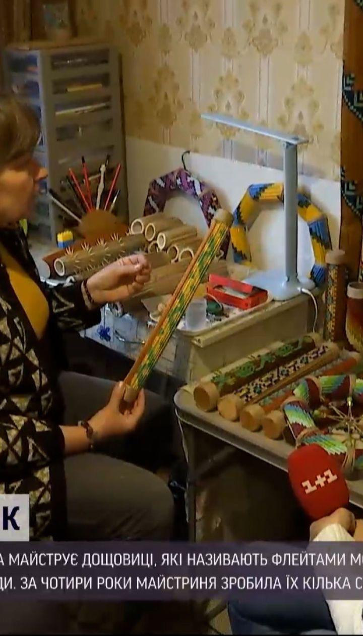 Жителька Луцька майструє музичні інструменти з отруйного борщівника