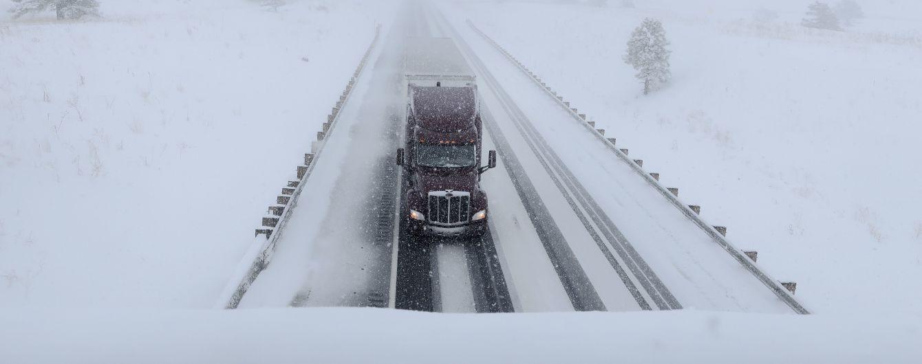 На трассе Киев-Чоп ограничили движение грузовиков