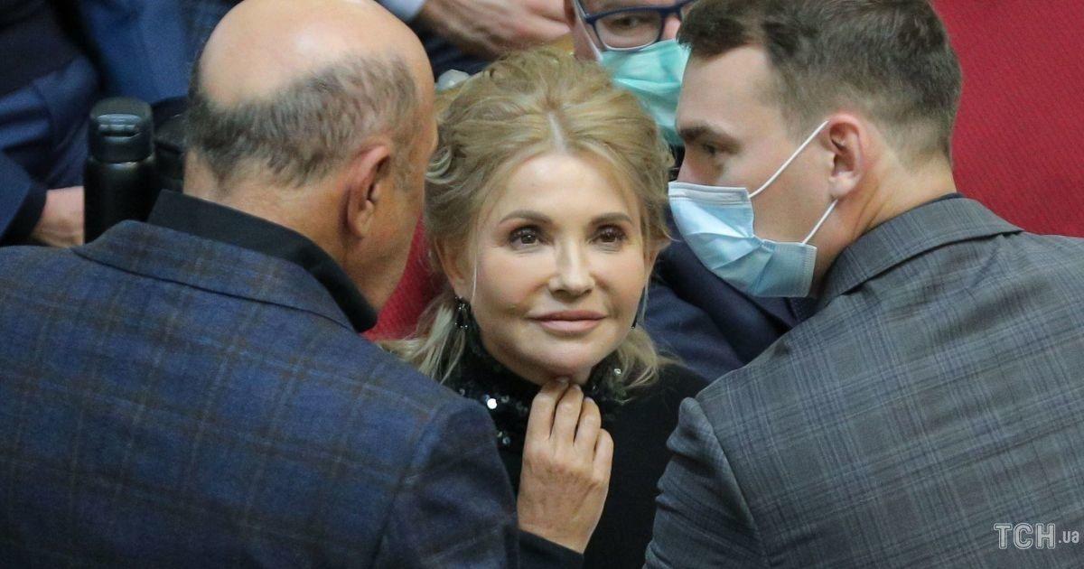 В обтислому вбранні і з вечірньою зачіскою: Юлія Тимошенко в ефектному образі з'явилася в парламенті