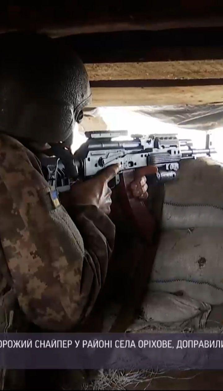Поблизу Оріхового ворожий снайпер поцілив в українського бійця