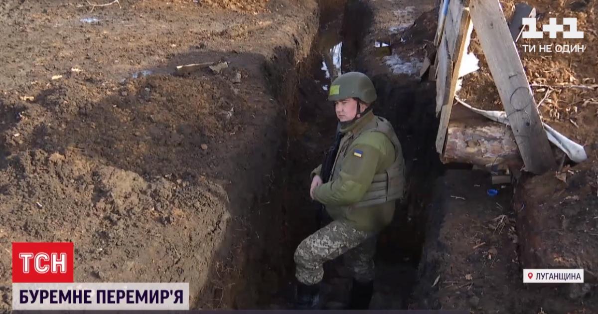 Поблизу Оріхового ворожий снайпер важко поранив українського бійця