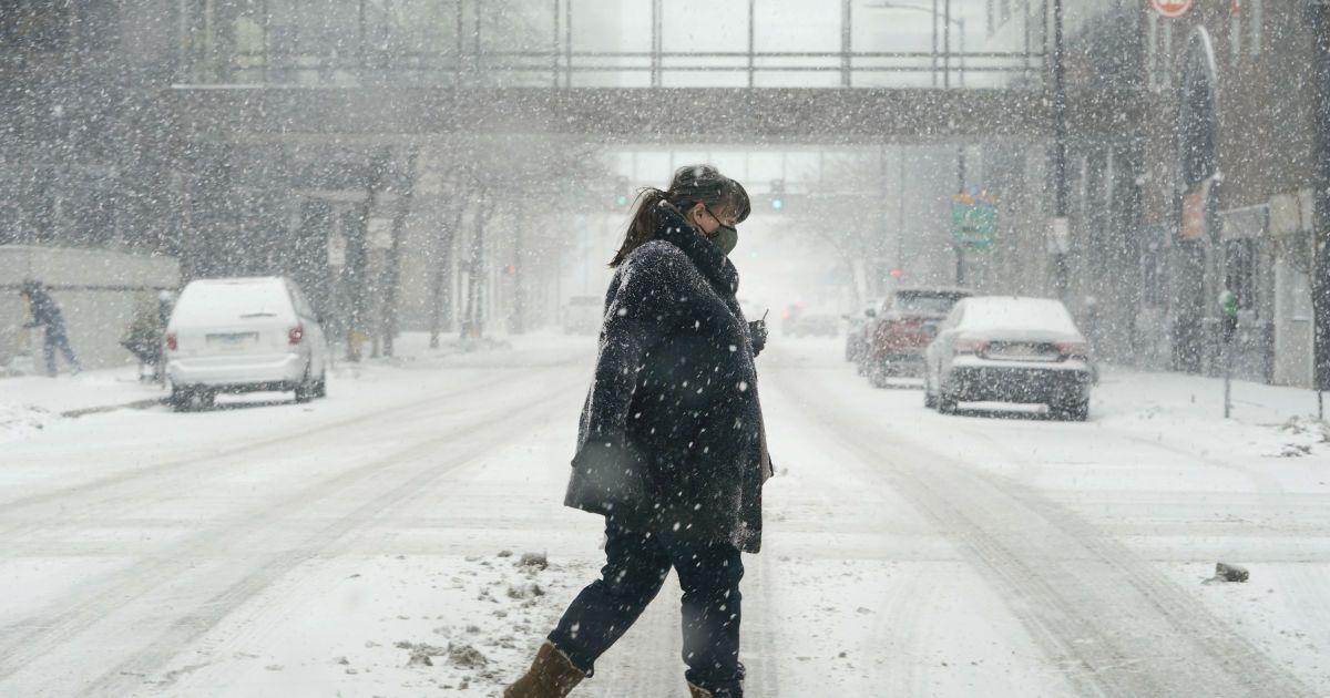 Одессу заметает снегом: осадки будут продолжаться более суток