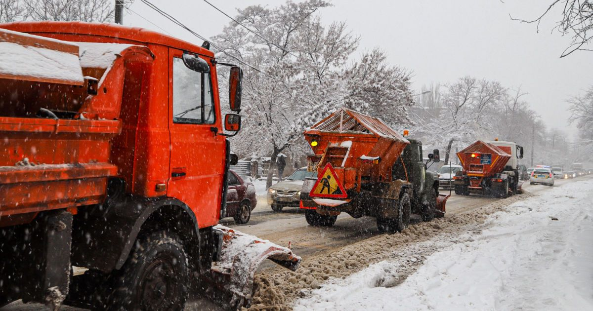 Непогода в Україні: паралізовані траси, обмежений рух та велика кількість опадів