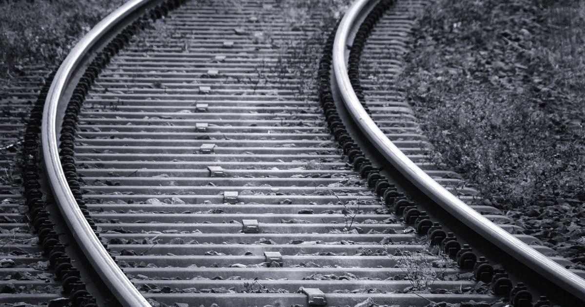 """""""Это чудо! Шансы были мизерные"""": врачи спасли 11-летнего мальчика, которого сбил поезд под Днепром"""