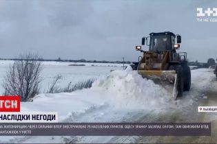 В Україні снігопади та завірюхи наробили лиха у кількох областях
