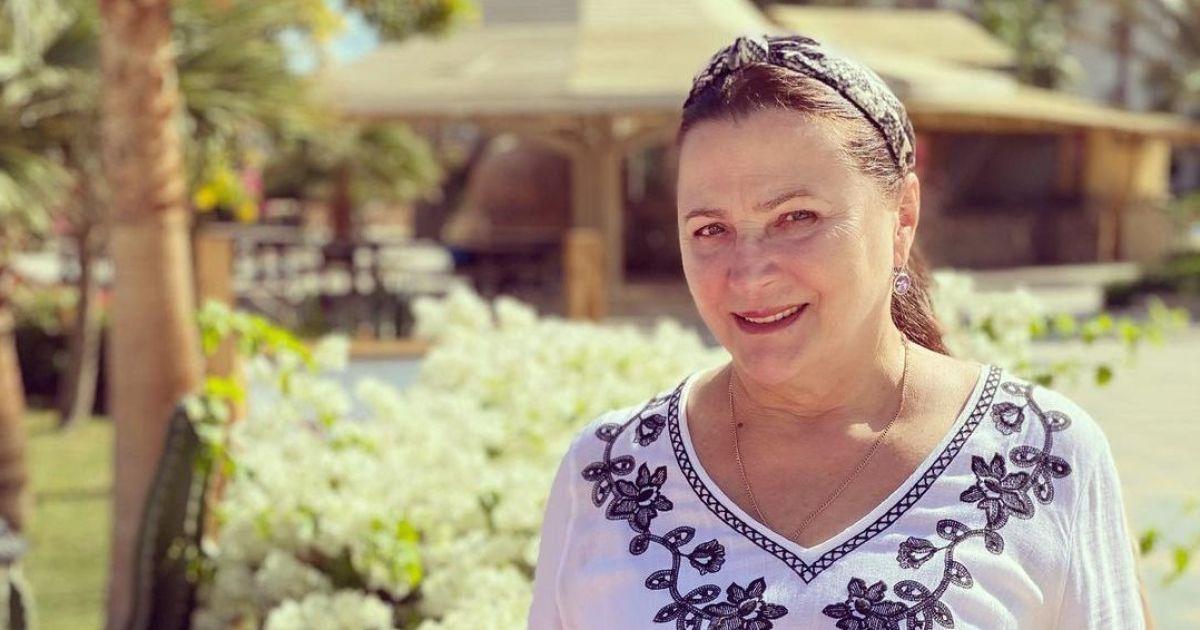 73-летняя Нина Матвиенко в купальнике развлекалась в море с внучкой