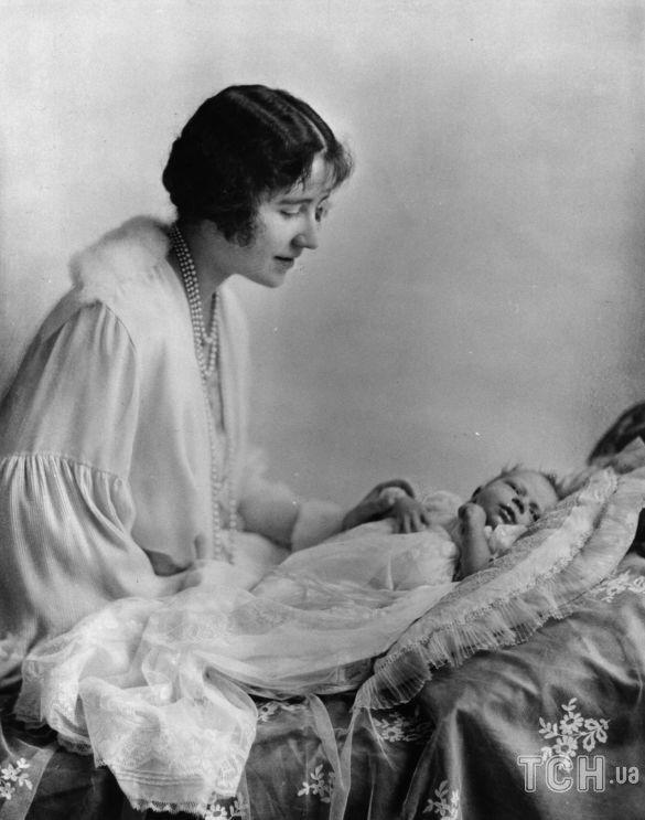 Елизавета Боуз-Лайон с принцессой Елизаветой