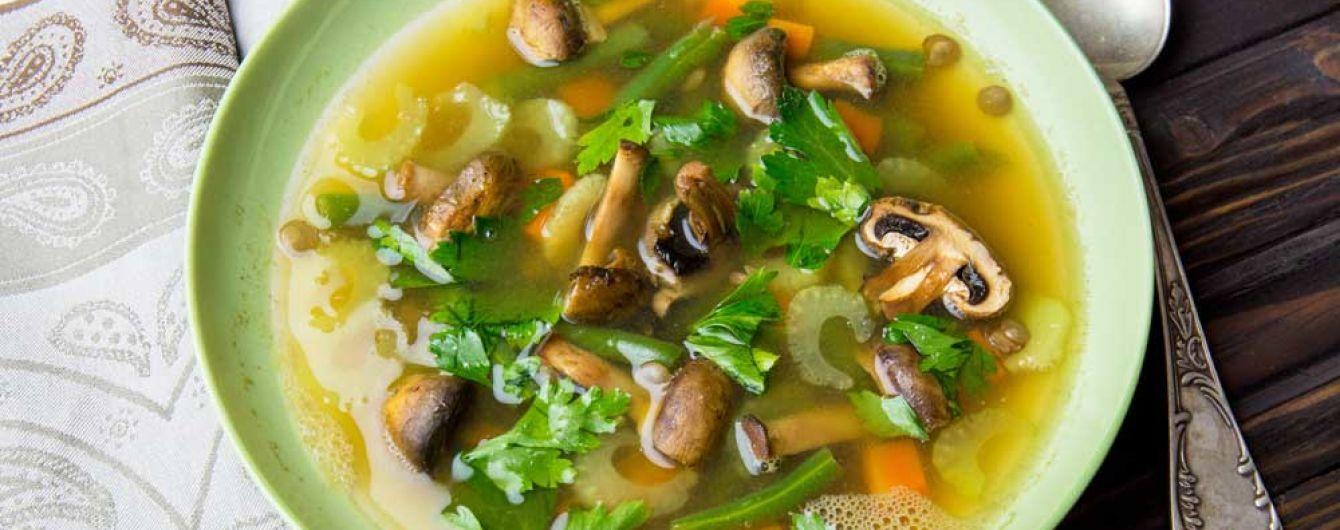 Легкий суп с чечевицей на овощном бульоне: рецепт от Евгения Клопотенко