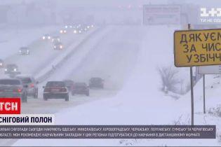 Сильні снігопади та ожеледь: новий удар негоди очікується у більшості регіонів України