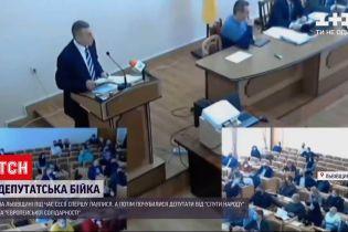 Во Львовской области во время сессии ругались, а потом подрались депутаты