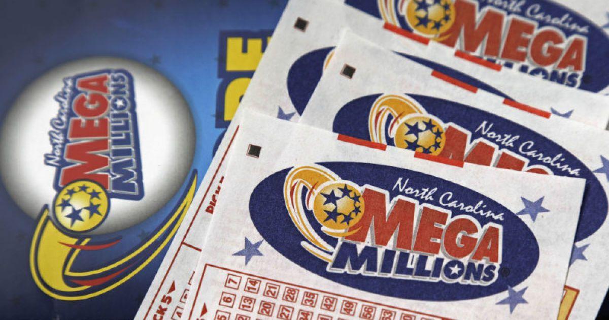 В США мужчина утром сбил на новом авто оленей, а вечером сорвал лотерейный джекпот в два миллиона долларов