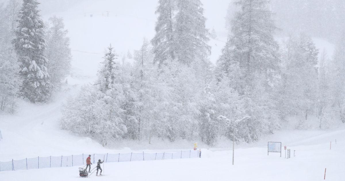 Из-за сильного снега в Карпатах существует опасность схода лавин
