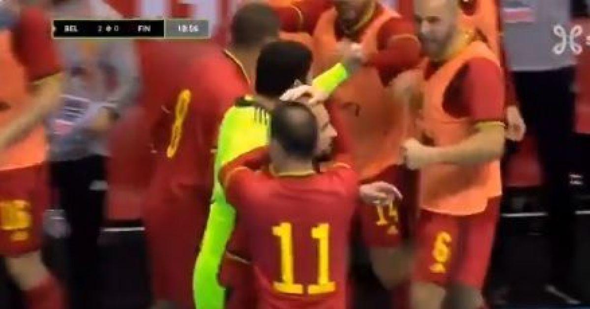 Просто космос: спритний бельгієць забив феєричний гол п'ятою у відборі на футзальне Євро (відео)