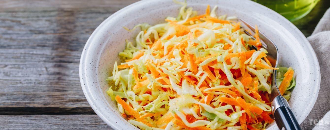 Смачний салат з моркви з сиром і яйцями