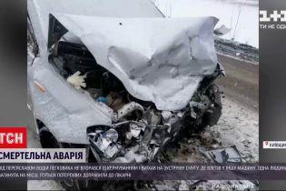 """Смертельна автотроща: під Переяславом легковик зіткнувся лоб у лоб із """"ЗАЗом"""""""