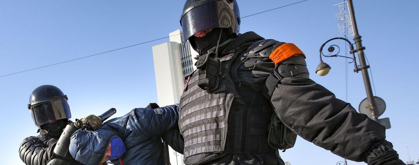 З хороводами на льоду і значно меншою кількістю протестувальників: в Росії почалися нові мітинги