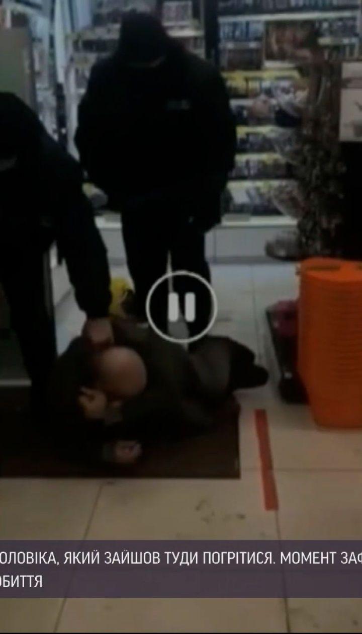 У житомирському магазині охоронці побили безхатченка, який зайшов погрітися