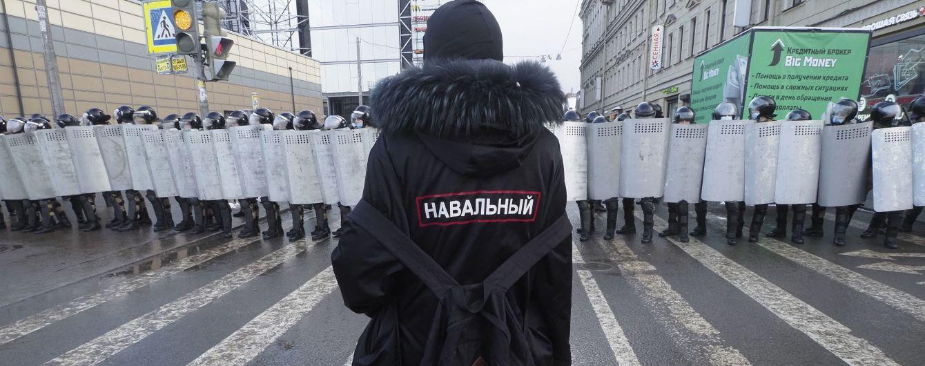 У Росії звільнили викладача, якого затримали після мітингу на підтримку Навального