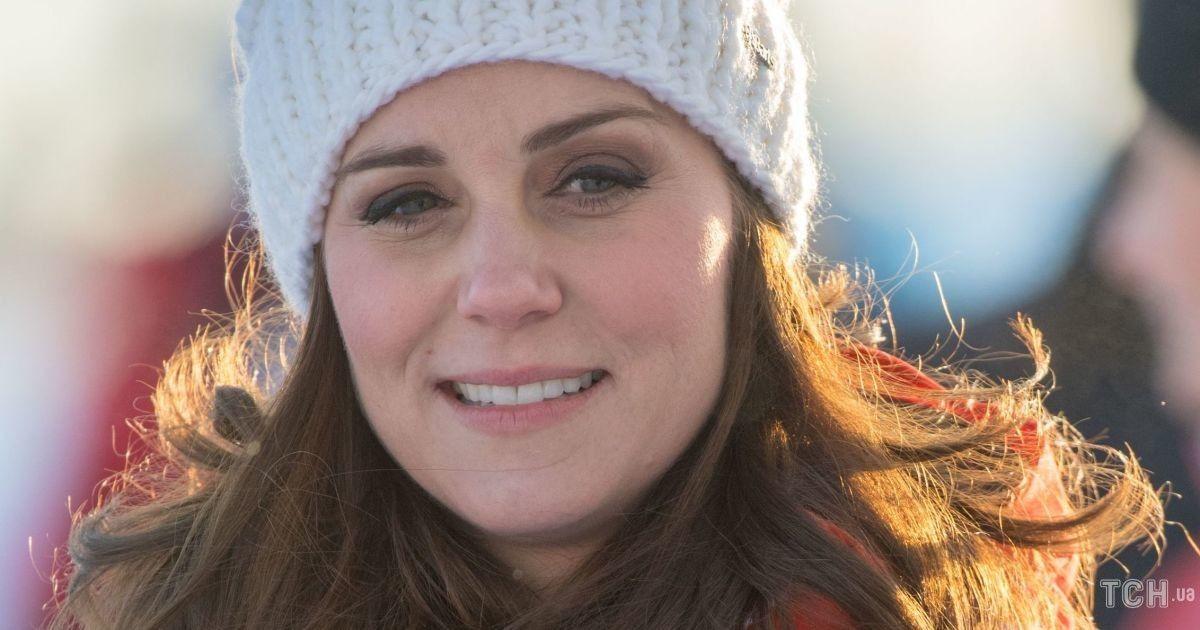 У шапці з помпоном і куртці: герцогиня Кембриджська з'явилася в кадрі в образі для прогулянки