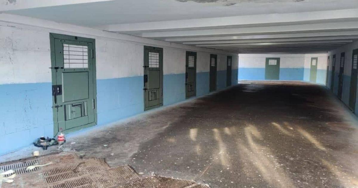 Тюремный стритарт: в Киеве подземный переход под Европейской площадью превратился в коридор СИЗО