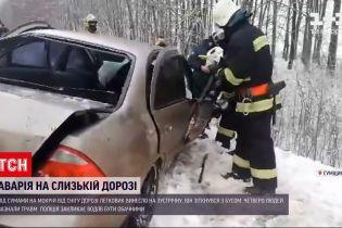 Скользкая дорога: во время ДТП в Сумской области пострадали четыре человека