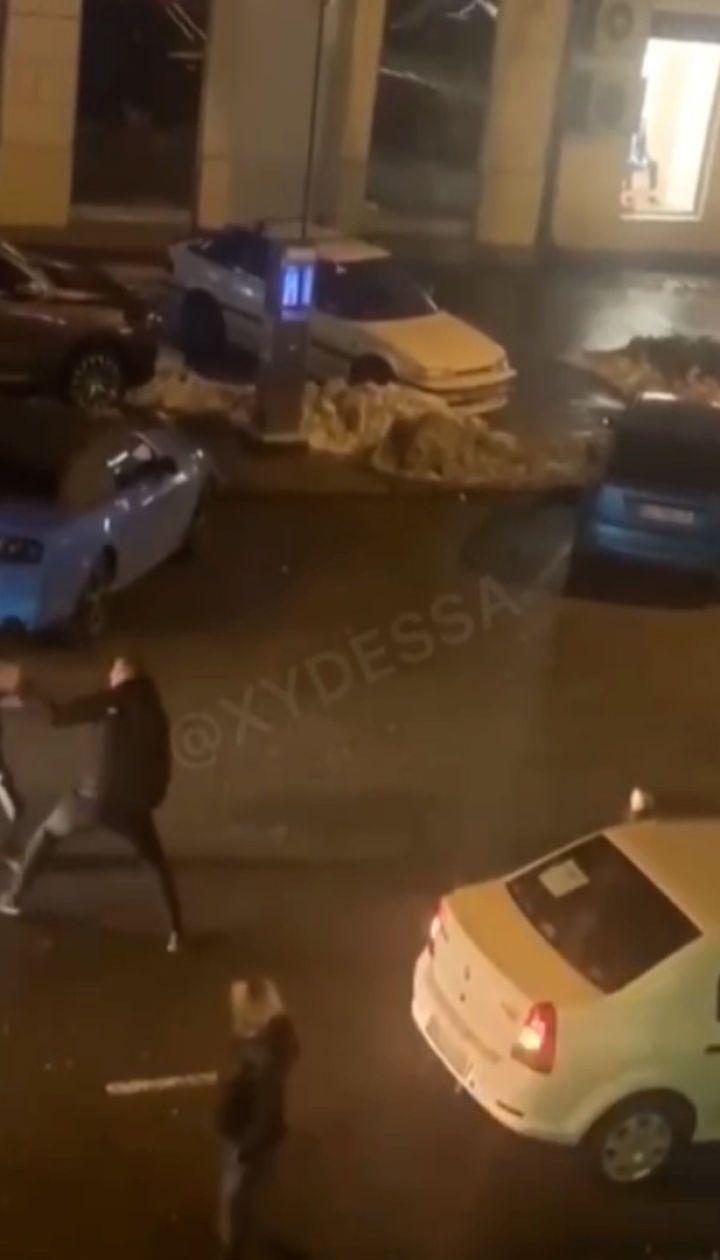 В центре Одессы произошла массовая драка