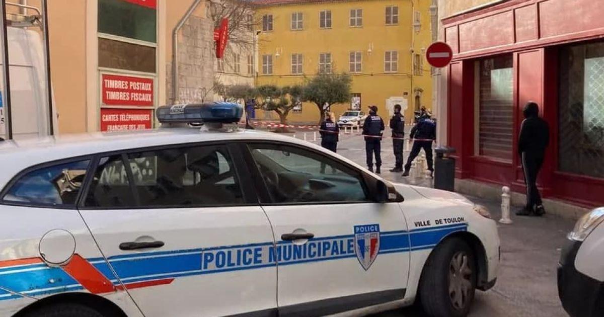 Во французском городе неизвестный выбросил из окна многоэтажки отрезанную голову