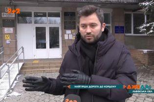 """Дорога на """"Рава-Русскую"""" таможню: почему водители вынуждены ползти между ухабами и ямами"""