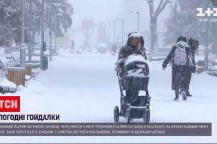 Вінницьку область засипало снігом, а в Кіровоградській хурделиці чергуються зі зливами
