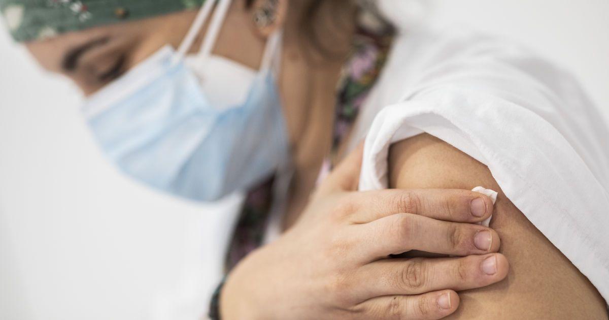 Украина получила подтверждение о поставках 12 млн доз вакцины от COVID-19: когда привезут и какой производитель