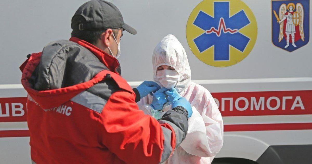 Массово болеют и медики: на Прикарпатье назвали главную причину вспышки COVID-19 и готовы усилить карантин