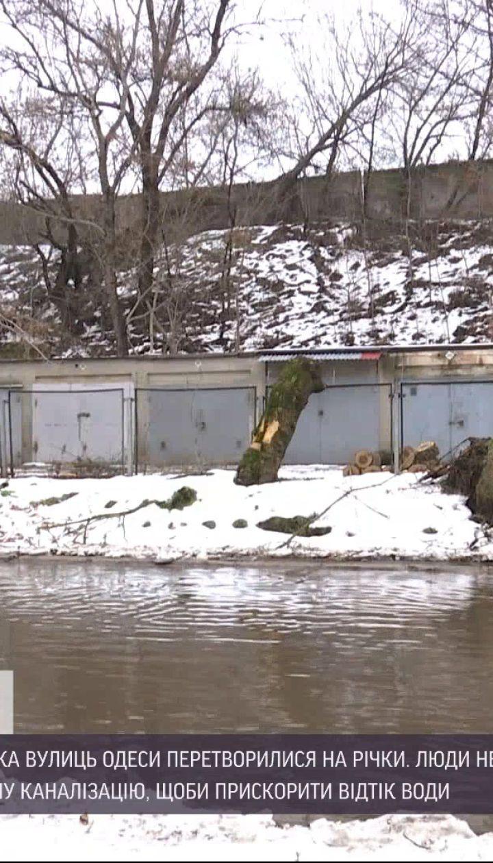 Затоплені вулиці Одеси: чи вдалося комунальникам ліквідувати наслідки потепління
