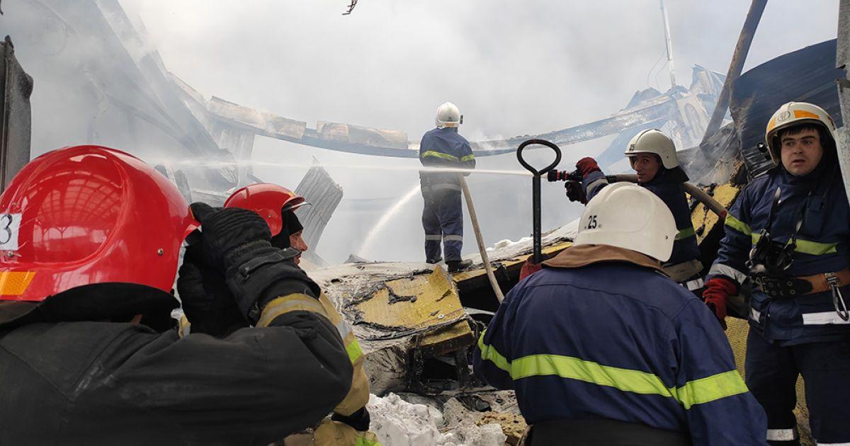 """Крупный пожар в """"Эпицентре"""" в Первомайске: осталось только десять процентов помещения"""