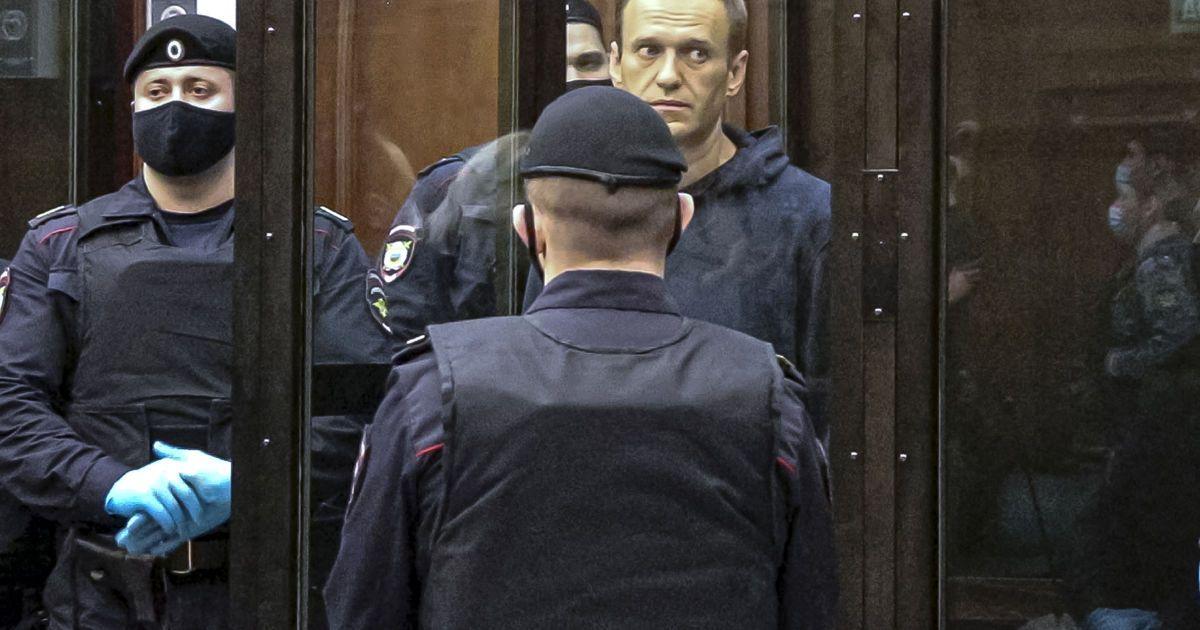 Стало известно, куда этапируют Навального
