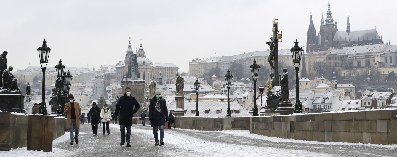 Чехия обязала сотрудников компаний сдавать тесты на коронавирус