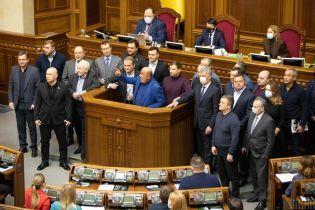 """Закриття """"каналів Медведчука"""": як на санкції відреагували у Верховній Раді"""